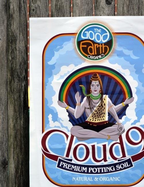 the good earth soil cloud-9 illustration bag